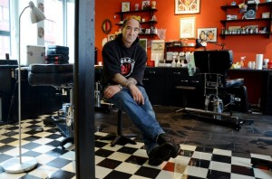 Read more about the article Dach-Pool flutet Tattoo-Studio – Rooftop Pool Floods Tattoo Studio